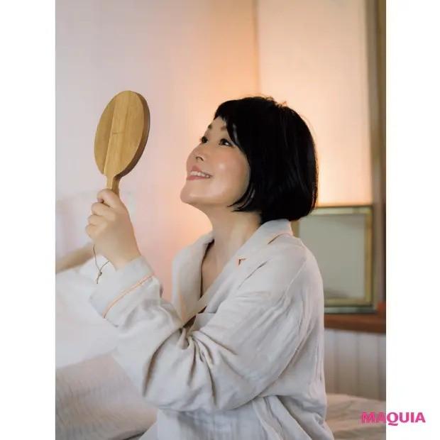 【美容家・小林ひろ美さんの美容法】肌&心の揺らぎ_脳:朝は覚醒、夜は鎮静のリズムで凪の心を取り戻す_4