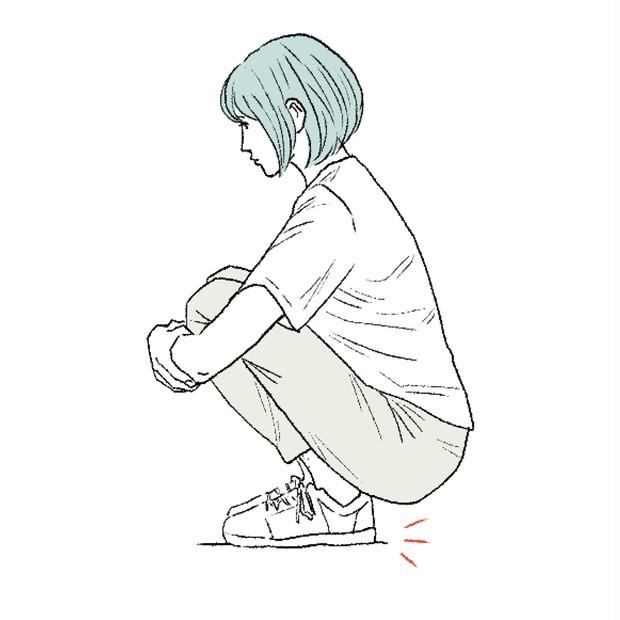 足指や足裏を使えていない場合もむくみやすい。膝抱え座りでかかとが浮く人は注意!