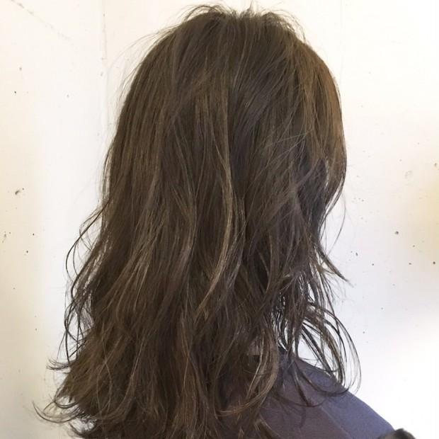 透明感アップ!グレーカラーでヘアも冬仕様に衣替え♡ベビーオイルで乾燥予防&マットな質感ゲット