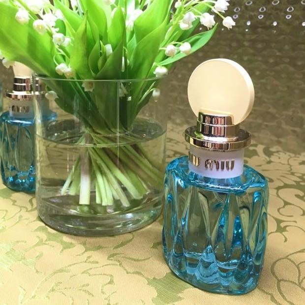こんなにも「春の訪れ」その喜びを表現できた香水はあっただろうか。いや、 ない。ミュウミュウ  ロー ブルー  オードパルファム 2017.3.8発売(2017年1月18日(水)より、全国のミュウミュウ直営店にて先行発売<一部店舗を除く> )