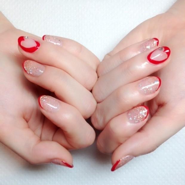 自爪を美しく見せたい!ヴィヴィットカラーを取り入れたオトナ可愛い夏ネイル