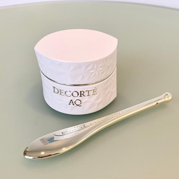 【春コスメ2021】コスメデコルテ「AQ」の美しくしなやかな首もとへみちびくネッククリームで、忍び寄…