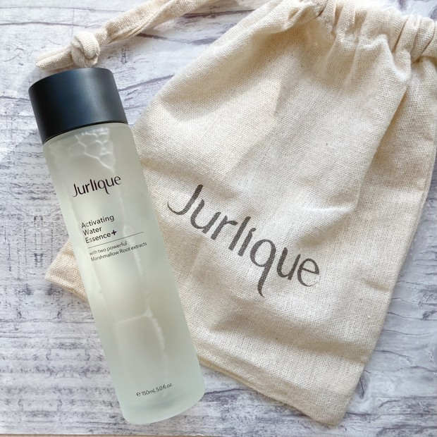 大人気の化粧水がパワーアップ!ジュリークのハイドレイティング ウォーターエッセンス+でうるおい、サステナブルな肌へ。