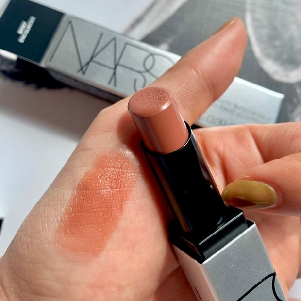 3月12日限定発売【NARS】シアーマットが気分!ソフトマットティンティッドリップバームが塗りやすくておすすめ。自然な血色感が出る00363をご紹介
