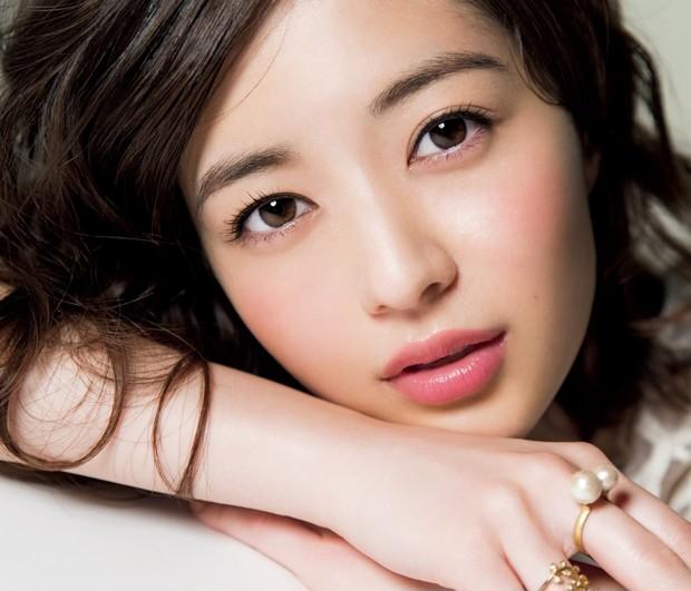 今どき顔になる眉メイク法☆ 秋の美人眉は軽くカーブをつけたこなれ眉で決まり!