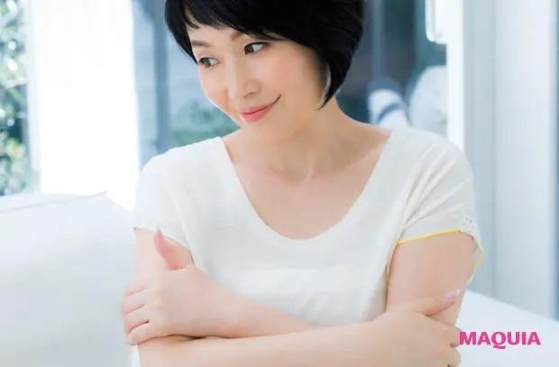 【美容家・小林ひろ美さんの美容法】体 朝はハグ♡から始まり、 夜はコリをほぐして就寝_1
