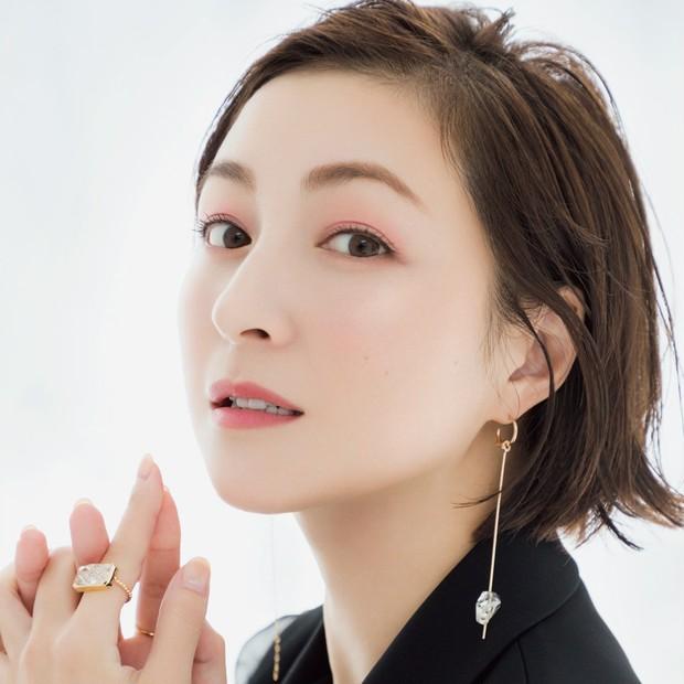 広末涼子さんインタビュー! 変わらぬ透明感をキープする秘訣とは?_1