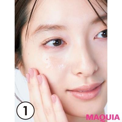 【ムダ毛処理・お手入れ】まずジェルや乳液を肌に多めに塗る。毛が見えやすいように透明なタイプを。
