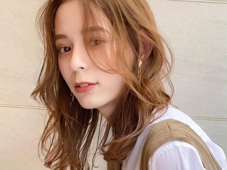 【20代・30代おすすめヘア秋編】小顔効果抜群の前髪なしロング! カジュアルの中にも女性らしさを