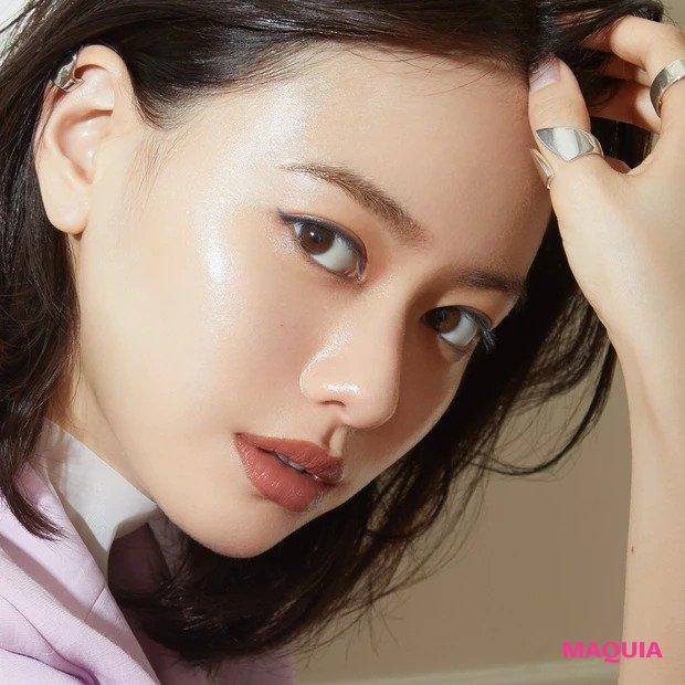 カッコいいだけではなく、センシュアルな女性になりたい! 河北メイクで山本舞香さんが女っぽハンサムメイクに挑戦