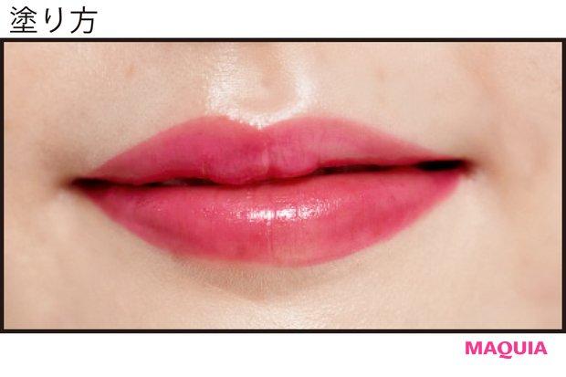 ブラシで上唇の山と下唇中央のみオーバーめに描く
