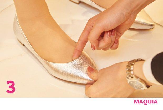 計測データに基づき、おすすめ靴を数点リストアップ。試し履きの際は実際に足にfitしているか販売員がチェック。