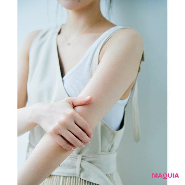 クリームやスクラブで腕もしっかりケア。ハンドクリームは日に2〜3回、肘までつけます。