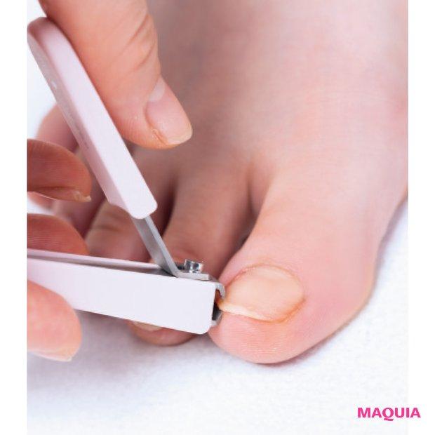 「足の爪、とくに親指の爪先の角を切ってしまうと、巻き爪の原因になることもあるので要注意。短く切りすぎないことも大切です」