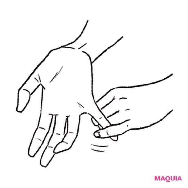 小指を伸ばすと、腕をほぐせます