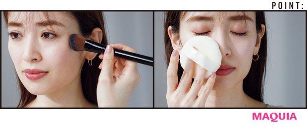 パフに1を取り、余分な粉を払ってから顔の内から外に向かって全体にくるくると。