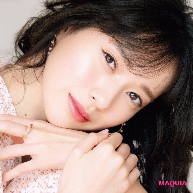 12月号の表紙は戸田恵梨香さん! 素肌美を際立たせる新・美人メイクを解説