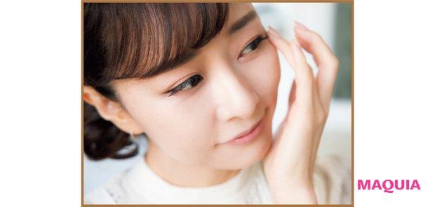 目周りや口周りなど細かいパーツは不必要に力が入らない薬指と小指で。