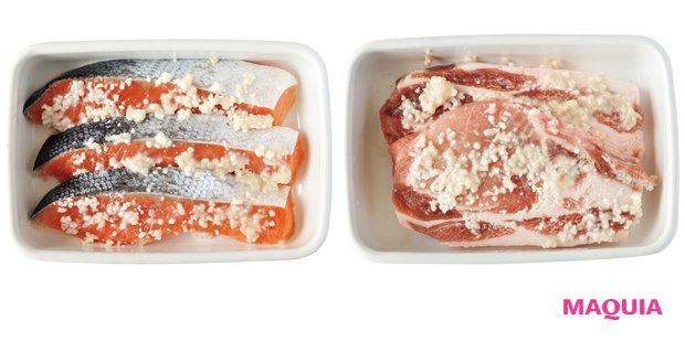 塩麹で漬け込んだ肉と鮭