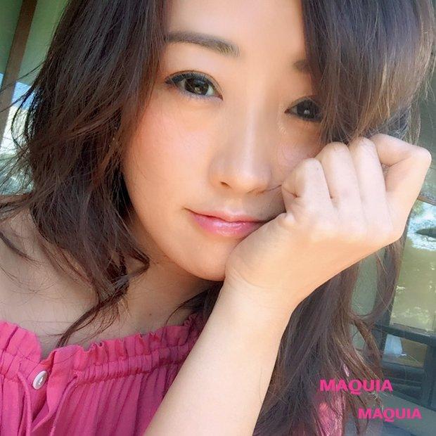 神崎恵さんが自撮りの極意をレクチャー! SNSで目が止まるセルフィーメイクとは?
