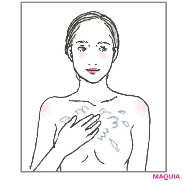 浴びるように 化粧水を胸元へ