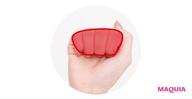 """手をグーにして、第一関節と第二関節の間の面を使う。""""イタ気持ちいい""""圧をかけて。"""