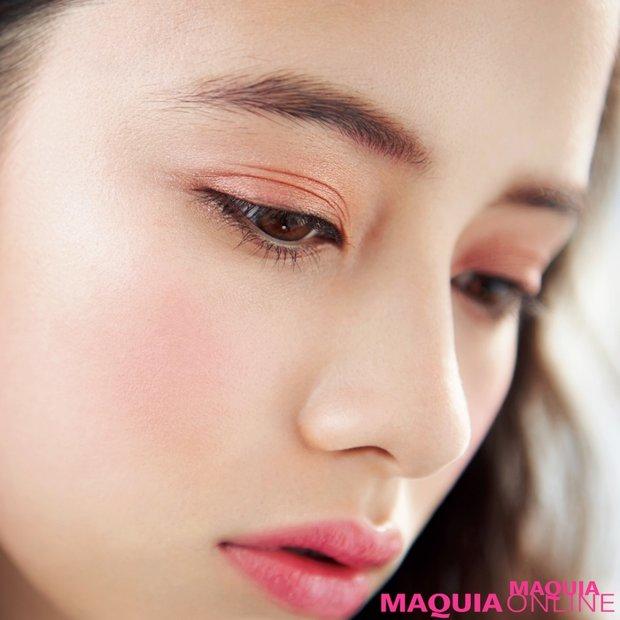 """まぶたを染める恋色ピンク「今春のアイメイクは""""大人のピンク""""がキーワード」"""