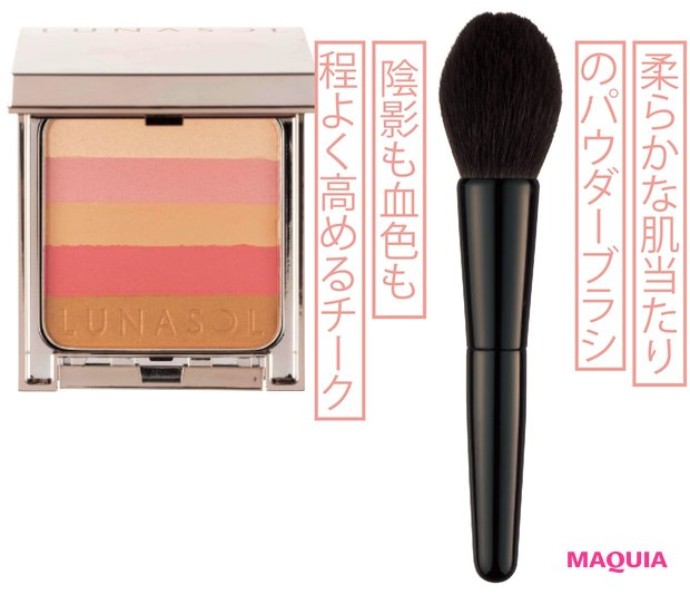 (右から)フェイス ブラシ ¥30000/SUQQU、ルナソル シックコンシャスブレンダー EX01 ¥6500(ブラシ付き)/カネボウ化粧品(限定品)