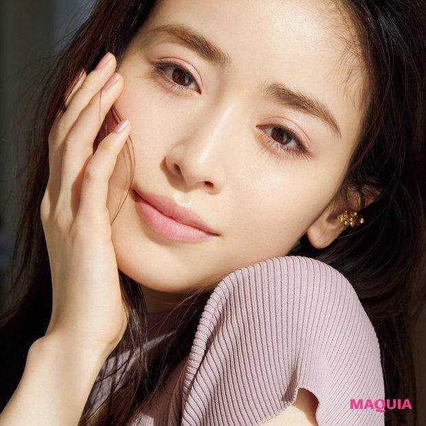 "paku☆chanさんが提案! 幸せオーラを纏う""透けピンクアイ""で旬顔にアップデート"