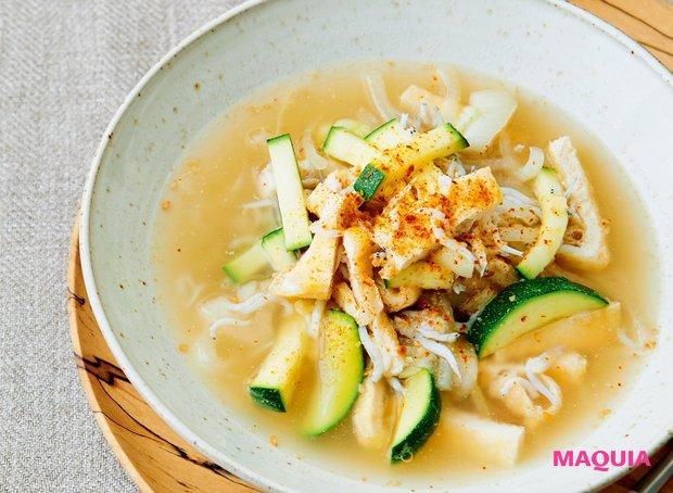 あっさりとした和テイストで胃にも優しい「しらすと油揚げのスープ」