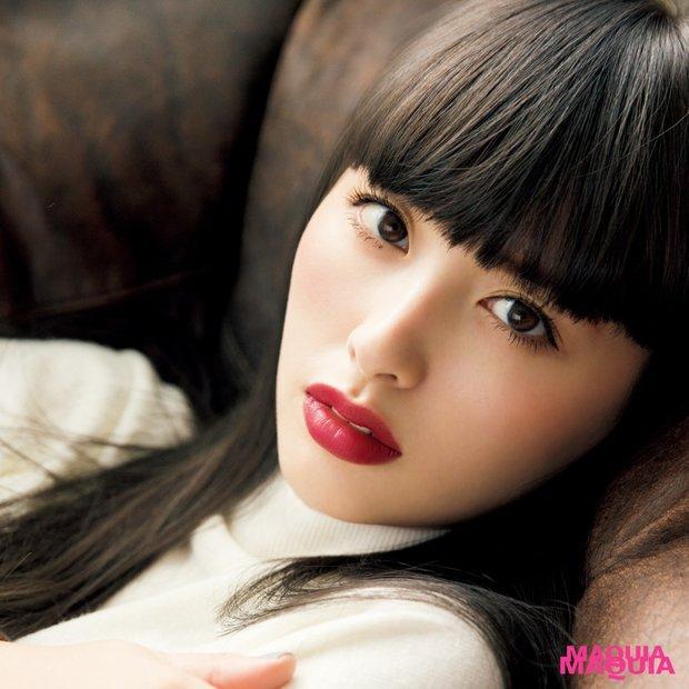 鈴木えみの秋の本命メイク☆ ポイントはグレーの髪色に似合うレッドの唇