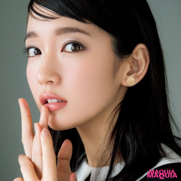 吉岡里帆さんが「ローズリップ」でクラシカルな上品顔に変身!