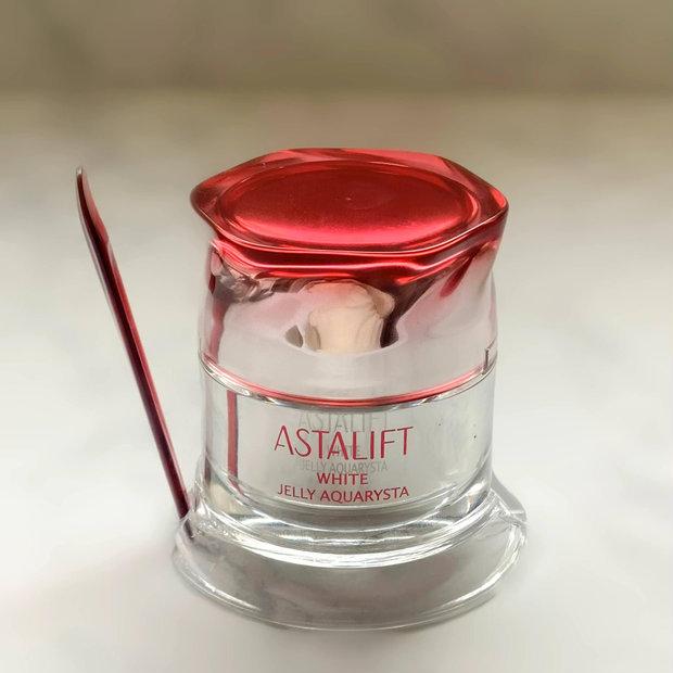 【土台を変えればすべてがかわる】待望の美白タイプが登場。ASTALIFT(アスタリフト)のホワイトジェリーアクアリスタで、美白もハリもうるおいも。