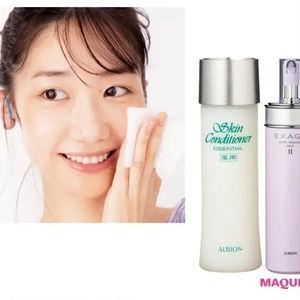 柏木由紀さんのモーニングルーティン_乳液で肌をほぐした後、化粧水をチャージ