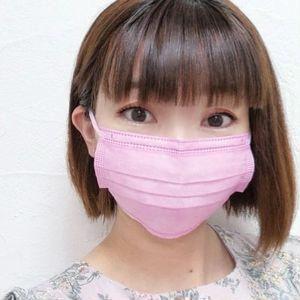 血色カラー不織布マスクで血色感アップ_やわらかマスク ベリーチューリップの着用写真
