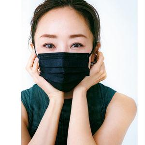 マスク姿とのバランスを とるため眉尻を長めに