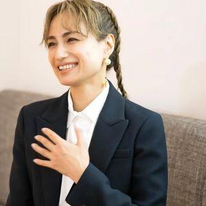 佐田真由美さんにインタビュー。「カプチュール トータル セル ENGY リッチ クリーム」の魅力